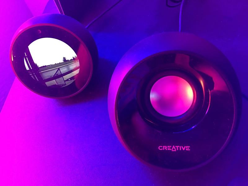 Revisión: los altavoces Pebble Plus 2.1 de Creative filman por encima de su punto de precio de 30 dólares