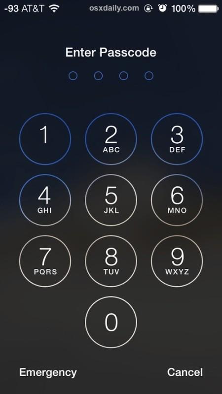 La pantalla de ingreso de contraseña en un iPhone bloqueado
