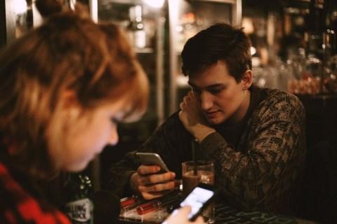 Cómo enviar un mensaje de texto a una chica que te gusta