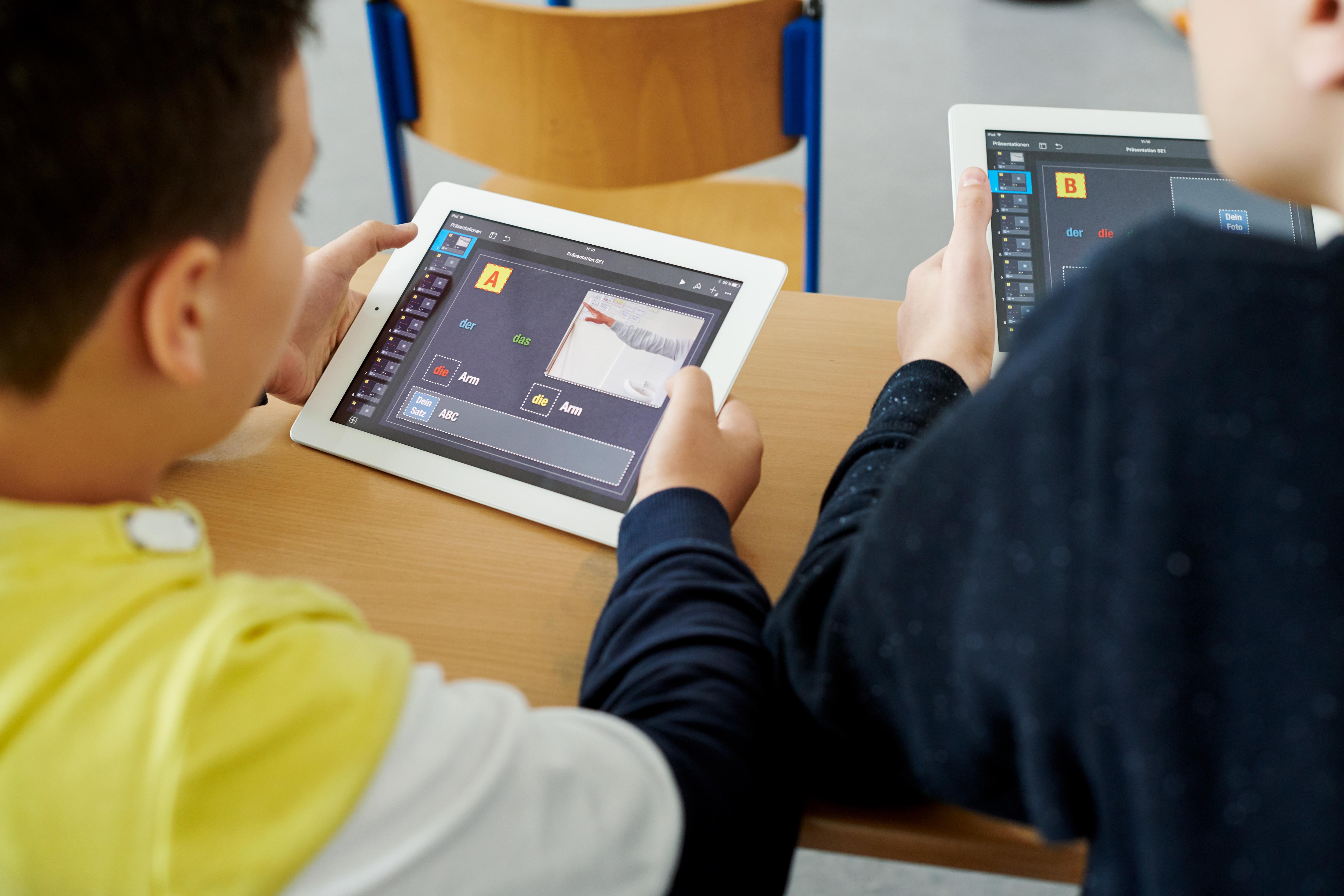 Apple destaca cómo los iPads están ayudando a estudiantes y maestros en aulas multilingües