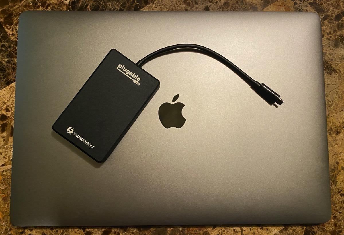 Rayo enchufable 3 Revisión de SSD NVMe: tan rápido como el almacenamiento de su MacBook Pro