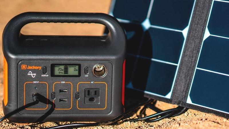 """Zachary Trading 2""""data-alt ="""" Transacciones de Zachary 2"""">               <p>iPhone, iPad, MacBook u otra fuente de energía es baja Apple El kit está en la lista de frustraciones más grande del mundo. No sabe cuántas veces usa un dispositivo de este tipo hasta que ya no puede hacerlo, pero hay momentos en que no es molesto sino completamente relevante.</p> <p>Las plantas de energía portátiles y los paneles solares de Jackery están diseñados pensando en los entusiastas de las actividades al aire libre, permitiéndole encontrarse en un palo de tal manera que no pueda comunicarse con alguien en su hogar o encender su dispositivo de navegación. Más tiempo en casa de lo que pretendías.</p> <p>La buena noticia es que no tiene por qué ser así, y con el producto de Jackery, nunca más se quedará sin energía, incluso si está a cientos de kilómetros de una toma de corriente.</p><div class='code-block code-block-12' style='margin: 8px auto; text-align: center; display: block; clear: both;'> <div id = 'vdo_ai_div'></div><script>(function(v,d,o,ai){ai=d.createElement('script');ai.defer=true;ai.async=true;ai.src=v.location.protocol+o;d.head.appendChild(ai);})(window, document, '//a.vdo.ai/core/applexgen/vdo.ai.js');</script></div>  <p>Solo un día, ofrecemos la central eléctrica portátil Explorer 240 y el panel solar SolarSaga 60W con un descuento del 30%. El dispositivo puede funcionar de forma independiente o como parte de un paquete y será un maravilloso regalo de Navidad para alguien que no tiene confianza Apple Electrodomésticos y otros dispositivos electrónicos.</p><div class='code-block code-block-2' style='margin: 8px auto; text-align: center; display: block; clear: both;'> <div data-ad="""