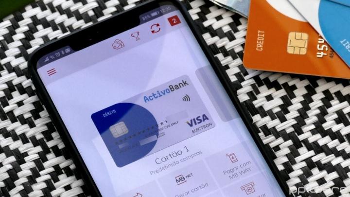 Hur använder jag smarttelefonen och MB WAY för att betala för köp i snabbköpet?