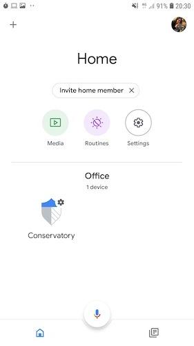 Puede conectarse a SmartThings a través de la aplicación Google Home.