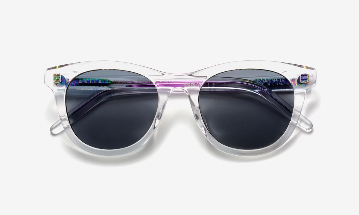 AKILA Menempatkan Putaran Iridescent Baru pada Kacamata Studio-nya 1