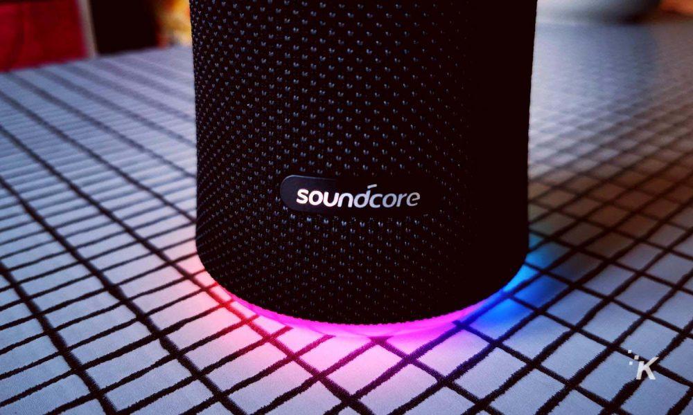 Kommentit: Soundcore Flare 2 – juhla korville (ja silmille)
