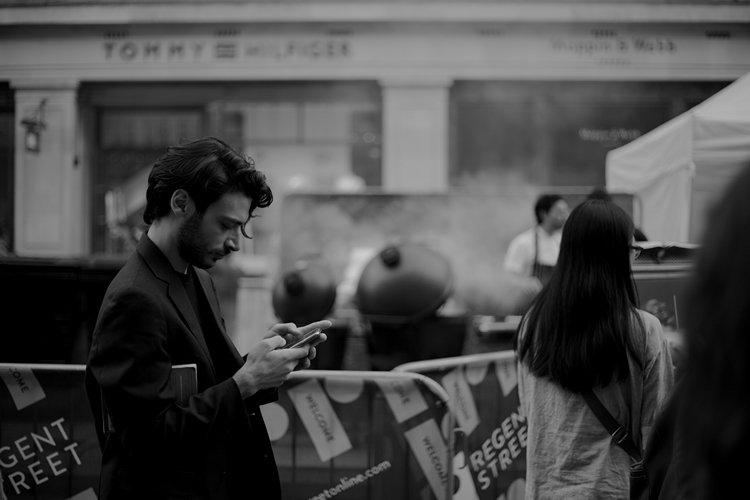 Memeriksa Aplikasi Kencan Yang Sering Membuat Anda Merasa Kesepian: Belajar