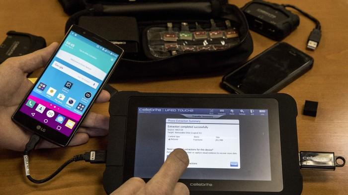 Meretas Android lebih sulit daripada iPhone untuk polisi dan FBI