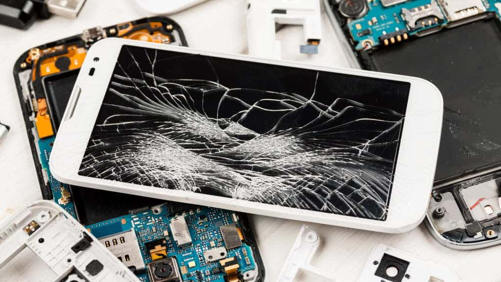 La Comisión Europea quiere que los fabricantes creen smartphones y tabletas fáciles de reparar