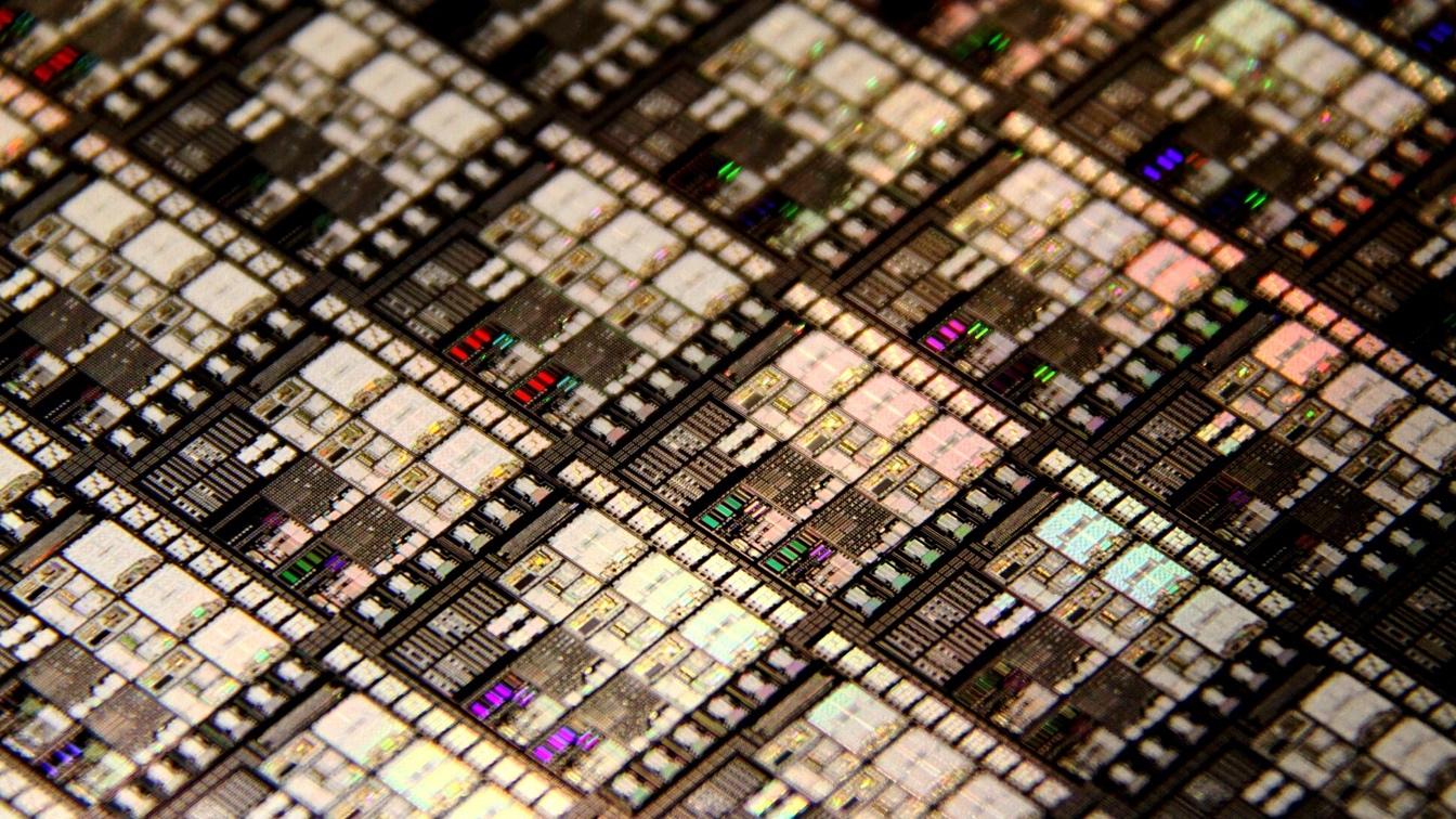 Käynnistetään sistema Aivot 1,2 Miljardien prosessorien transistori …
