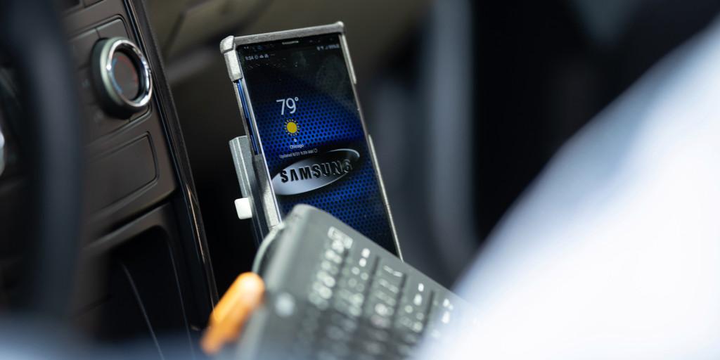 Mobil polisi Chicago akan mulai menggunakan ponsel Samsung dengan DeX untuk menurunkan biaya