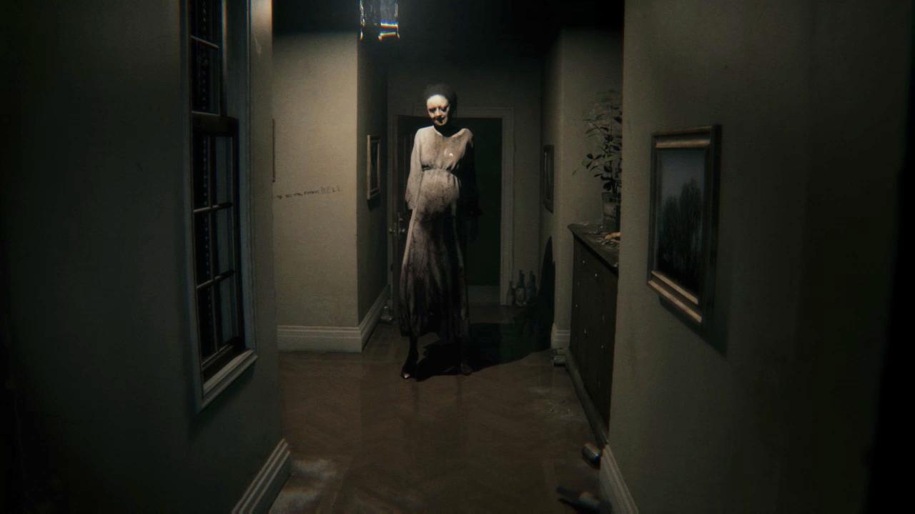 Retasan kamera mengungkapkan bahwa dalam film horor P.T. klasik, Lisa selalu tepat di belakang Anda 1