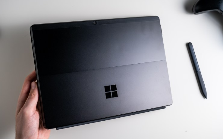 Desain Microsoft Surface Pro X