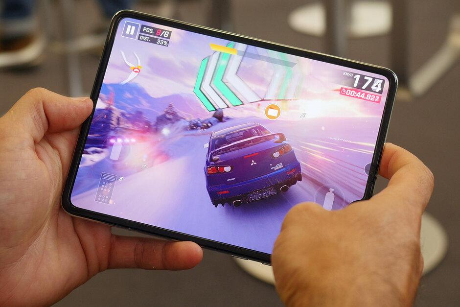 Samsung Bekerja Dengan Pengembang Google Untuk Meluncurkan Aplikasi yang Dioptimalkan untuk Galaxy Fold 1