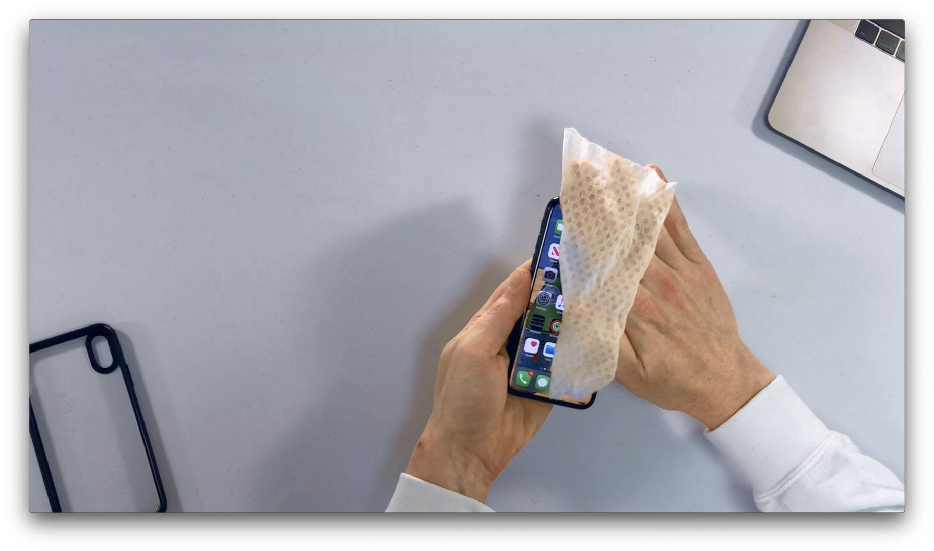 limpie suavemente para limpiar y desinfectar el teléfono