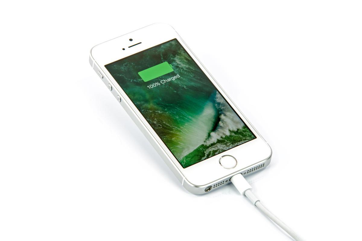Enam alasan mengapa iPhone Anda diisi dengan lambat - dan bagaimana Anda dapat memperbaikinya