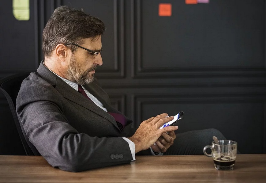 Motorola taitettava älypuhelin 2019. Onko se korkean hinnan arvoinen?