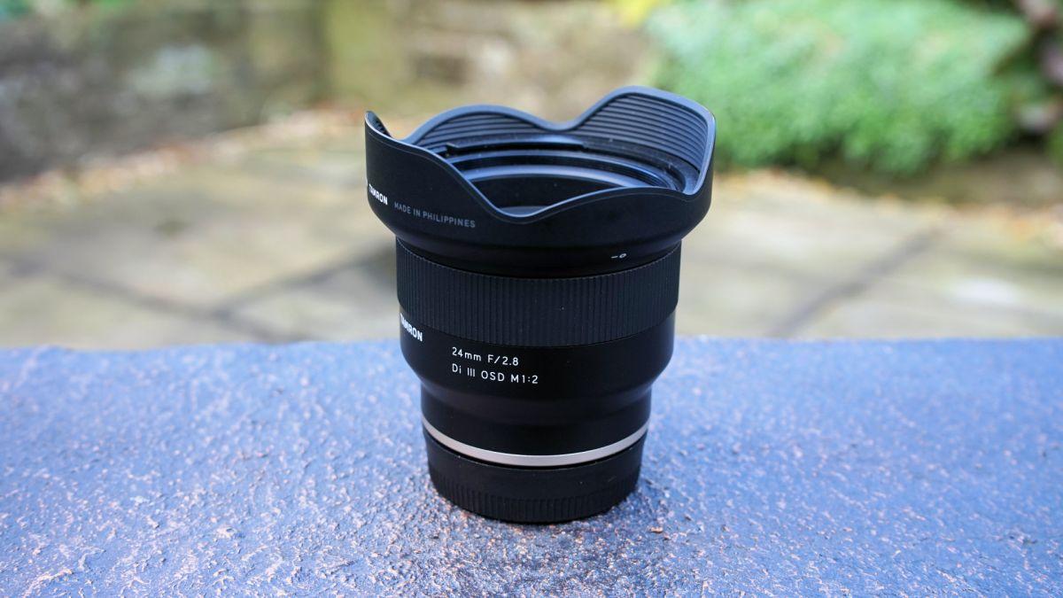 Tamron 24mm f / 2.8 Di III OSD M 1: 2 ulasan 1