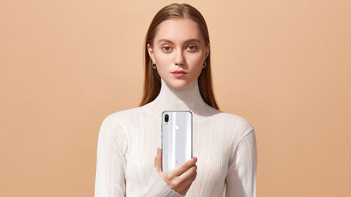 redmi Note 7    lyhyinä Moonlight-valkoisina väreinä saatavana …