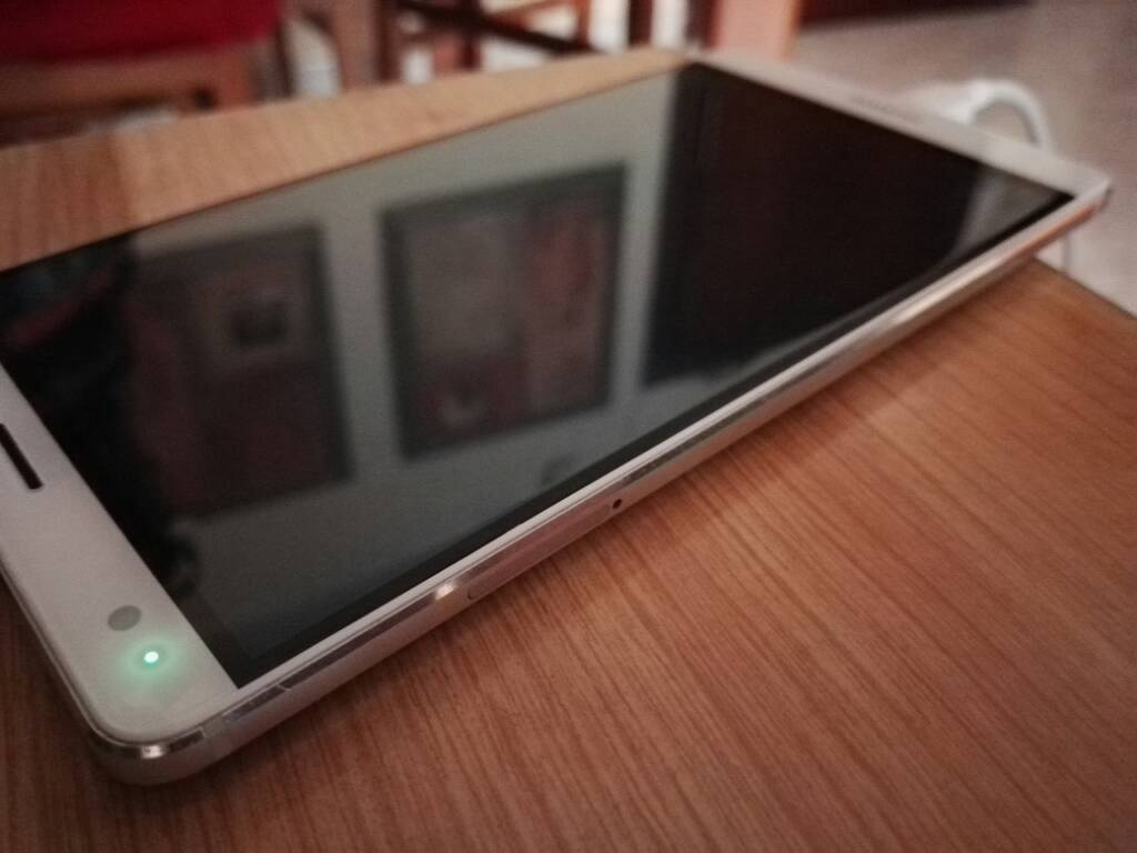 Bagaimana cara mengaktifkan notifikasi LED Huawei P8 Lite? 1