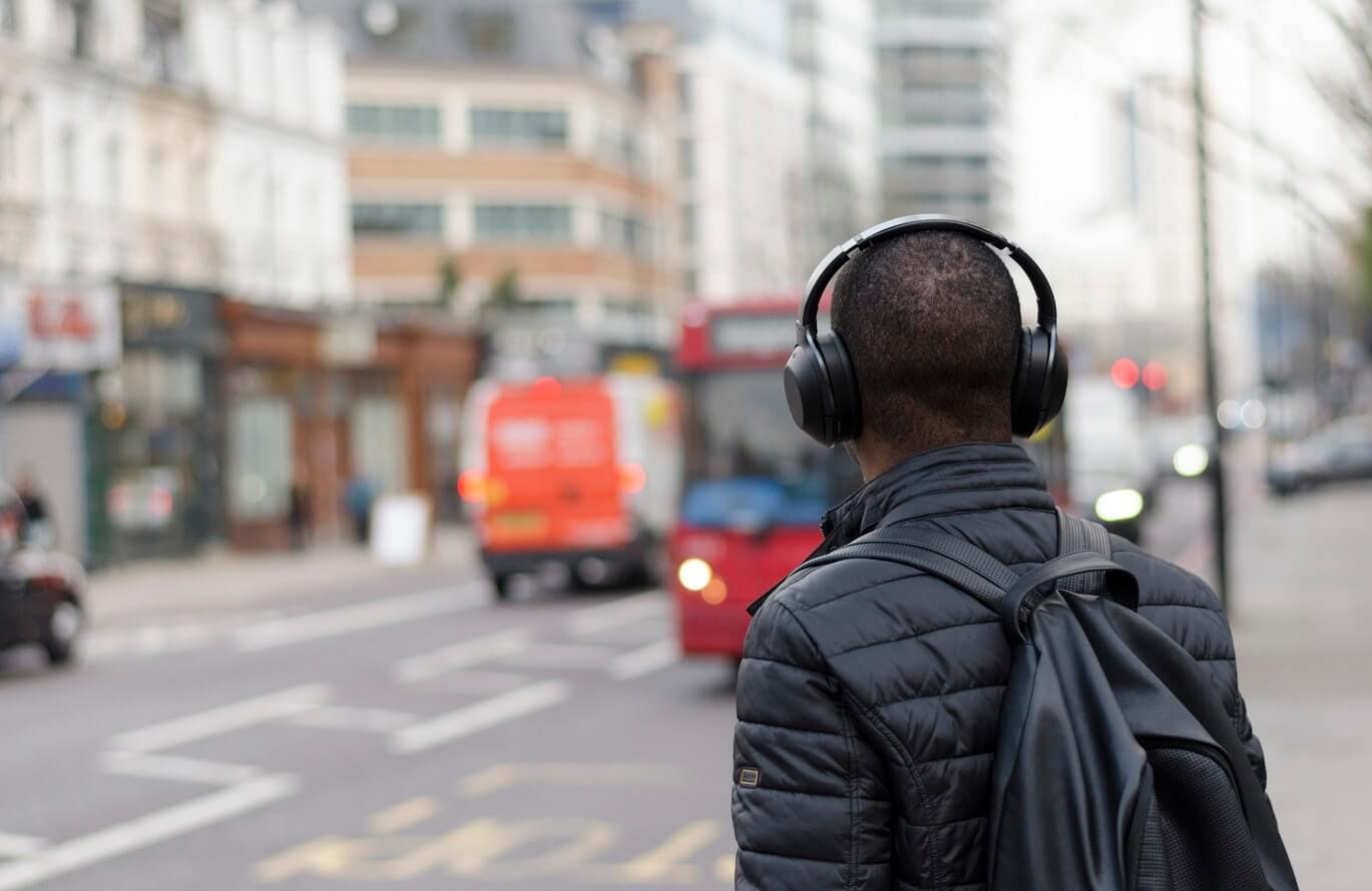 Apakah Anda bepergian liburan ini? Headphone terbaik dengan pembatalan bising kurang dari 60 euro