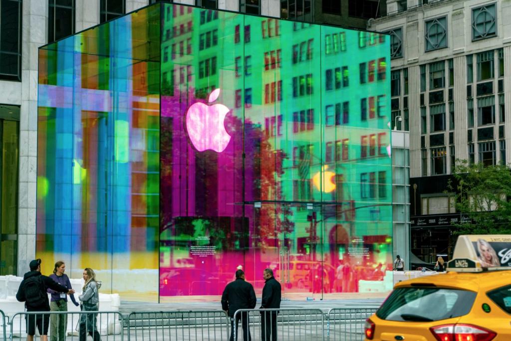 Apple Glass Cube Touts Tampilan Rainbow Baru Saatnya Dibuka Kembali