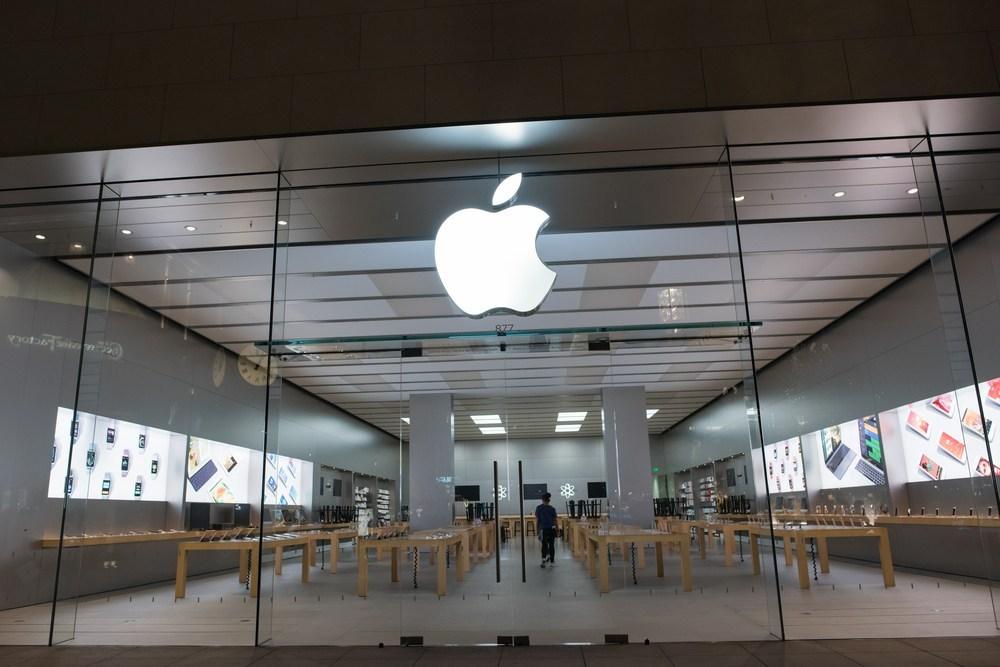 Apple Berita tertekan di bawah tekanan, mengaktifkan kembali saluran berita konservatif LifeSite