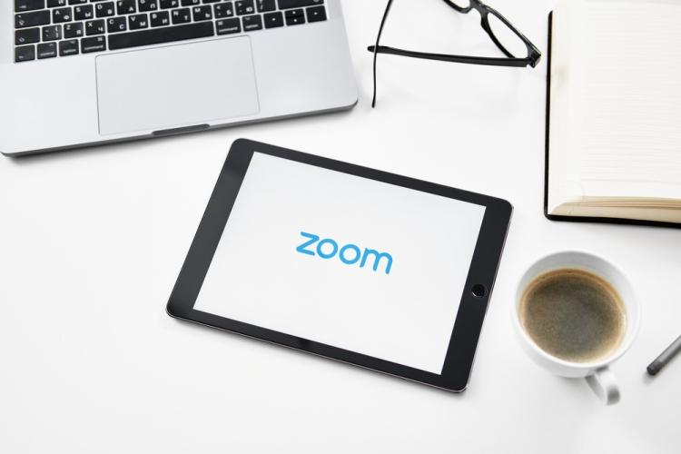Cómo compartir su pantalla con zoom (escritorio y móvil)
