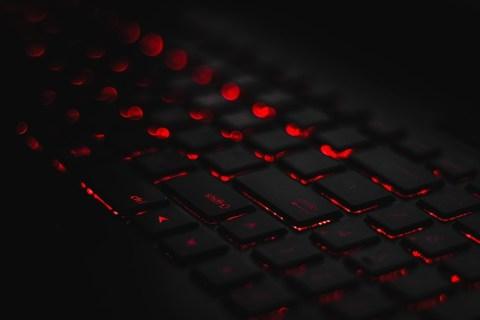 Cara Mengaktifkan Backlight Keyboard Anda di