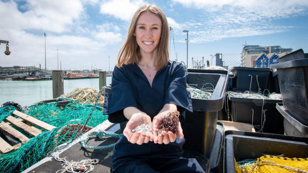 Penghargaan Dyson dimenangkan oleh kantong plastik yang terbuat dari ikan mati