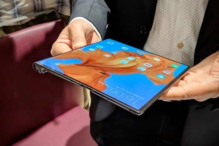 Składany smartfon Huawei Mate X nadal nie jest gotowy do uruchomienia