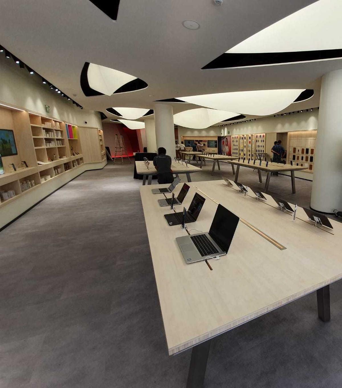 Ini adalah Huawei Space di Barcelona, toko Huawei ketiga di Spanyol. 1