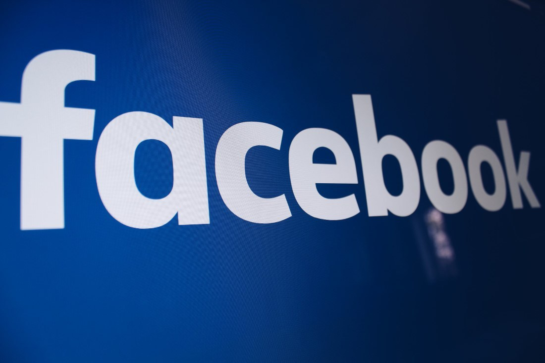Facebook Phát triển kính thông minh AR với Ray-Ban 2