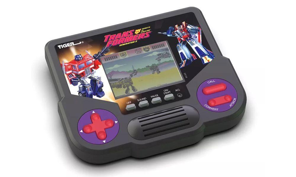 Hasbro Untuk Menghadirkan kembali Konsol Genggam Klasik 90-an
