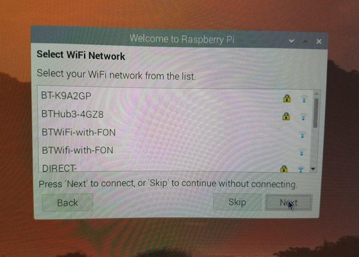 Anslut Raspberry Pi till ditt Wi-Fi-nätverk.