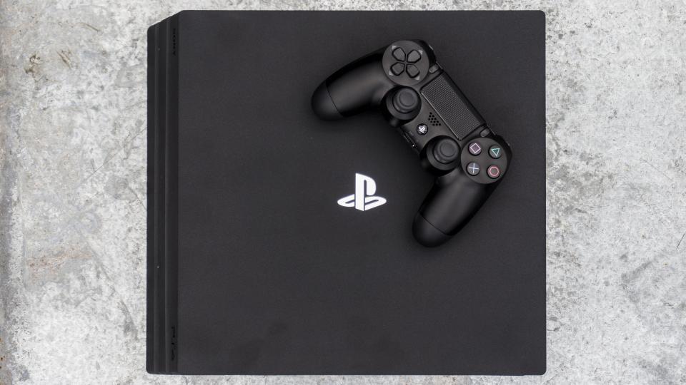 Penawaran Natal Terbaik PS4 2019: Raih PS4 atau PS4 Pro murah saat Natal