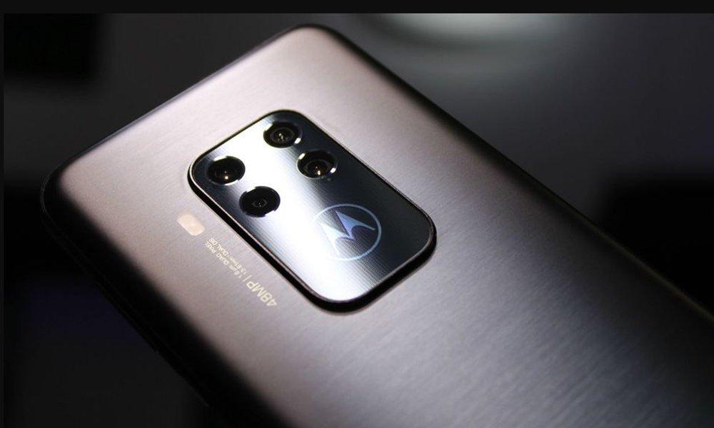 Motorola One Zoom hadir dengan 4 kamera belakang dan desain yang menarik