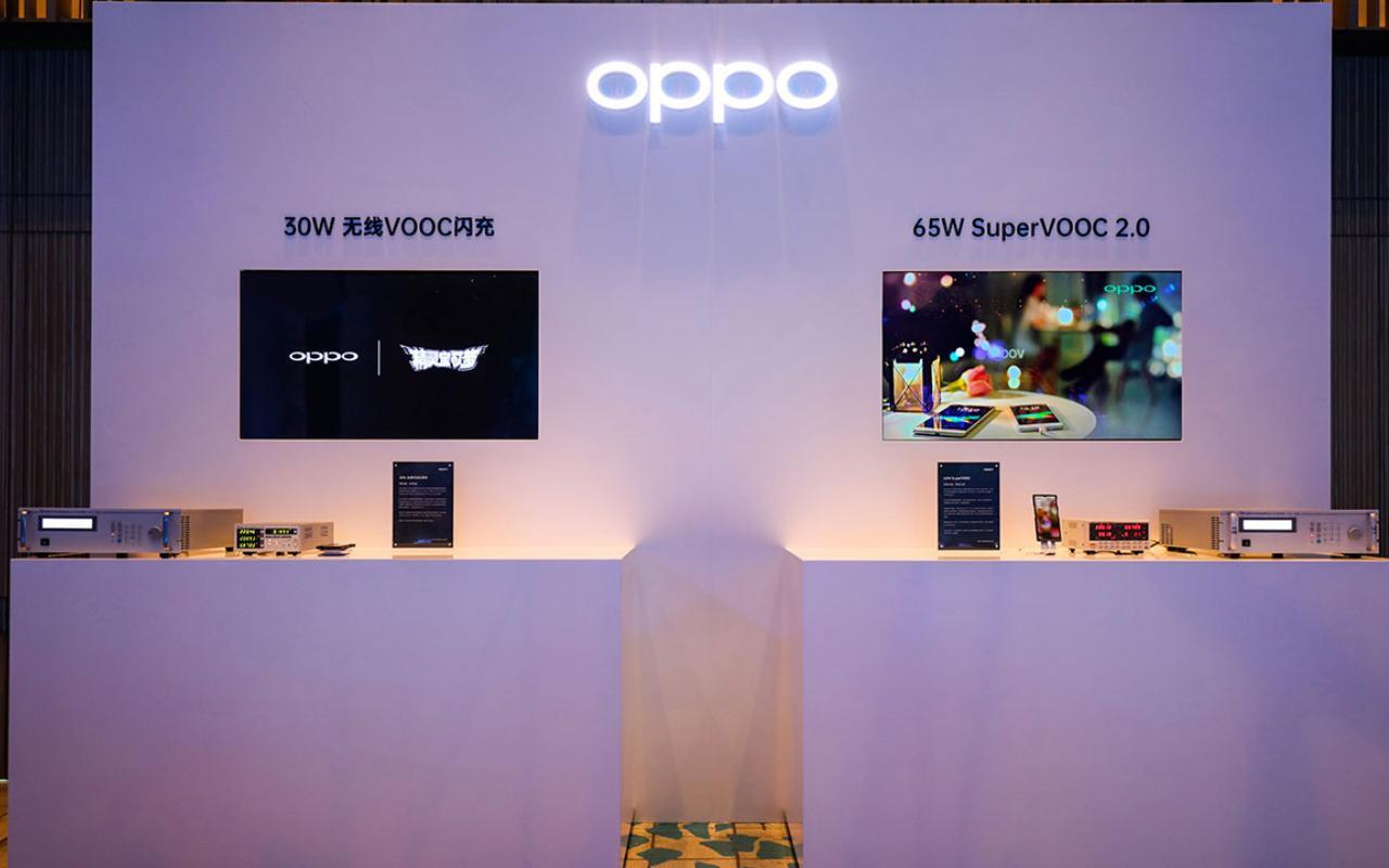 OPPO SuperVOOC menawarkan kecepatan pengisian kabel dan nirkabel yang super cepat