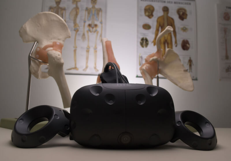 Lend your VR headset to the surgeon, you will get the benefits 1