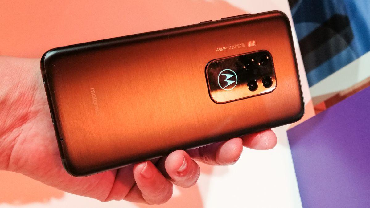 Motorola One Zoom Live -katsaus