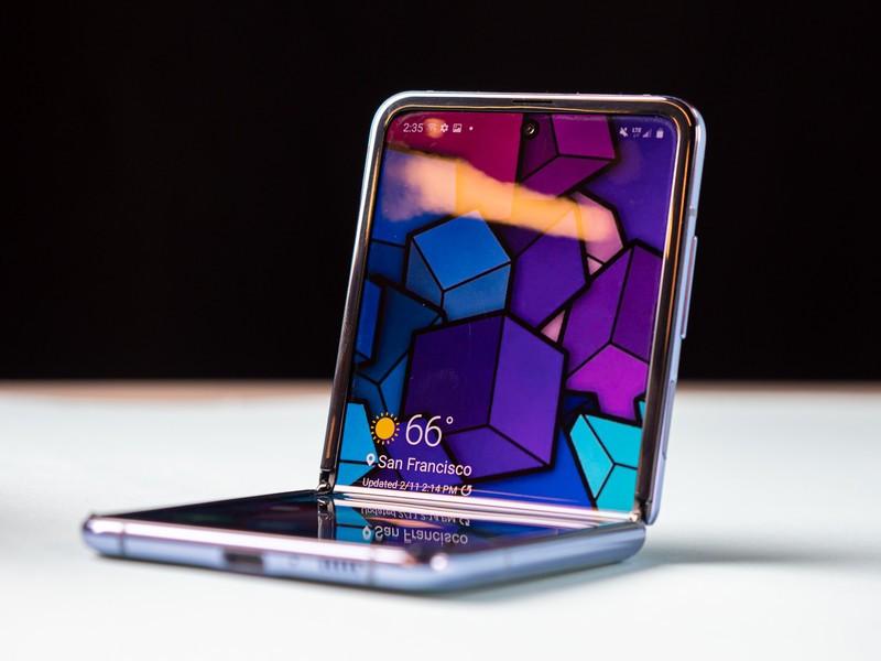 Samsung Galaxy Z Flip review: lipatan yang aneh dan indah 1