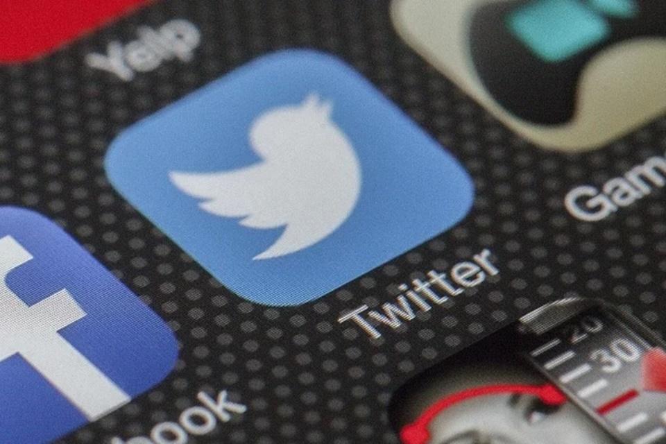 Twitter memfasilitasi utas dengan pos lama dan menguji pengecekan fakta baru