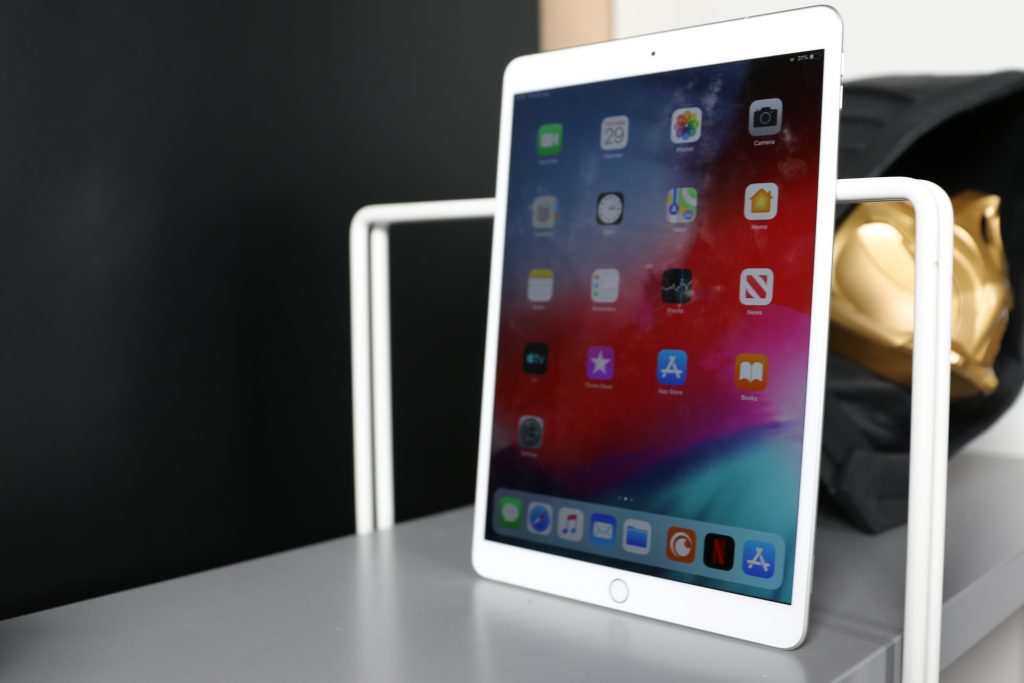 iPad Air 2019 free standing