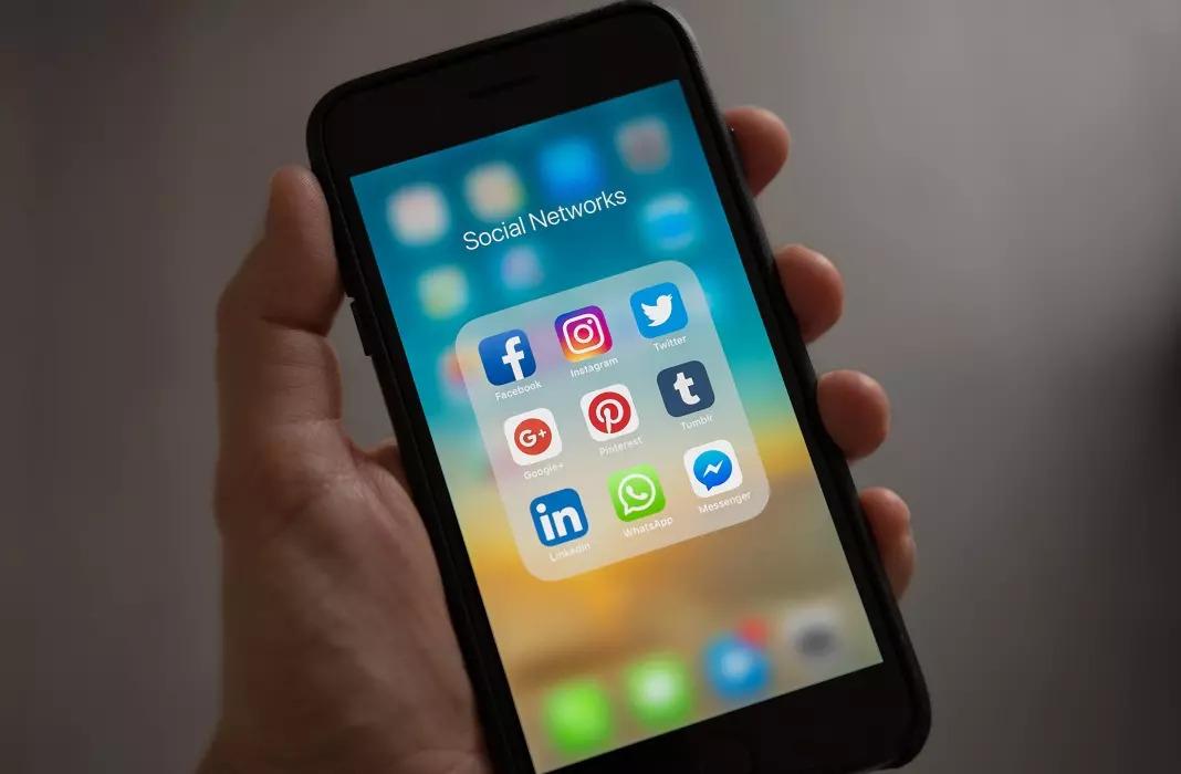 Cara menonaktifkan akun jejaring sosial Anda