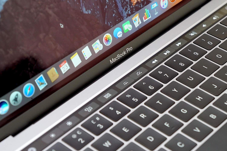 Toimintonäppäinten palauttaminen MacBook Pron kosketuspalkkiin