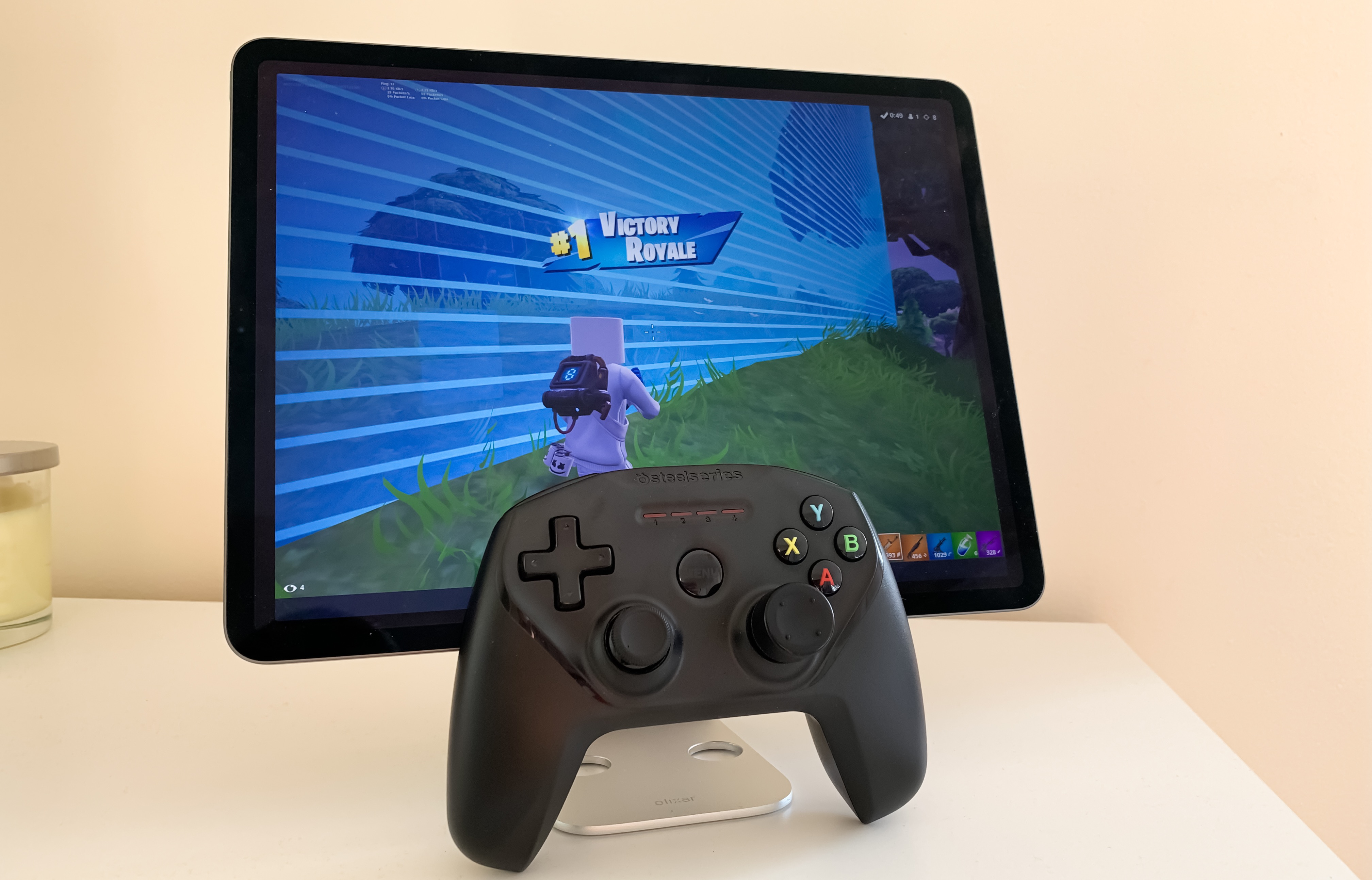 Fortnite        trên iPad với SteelSeries Nimbus