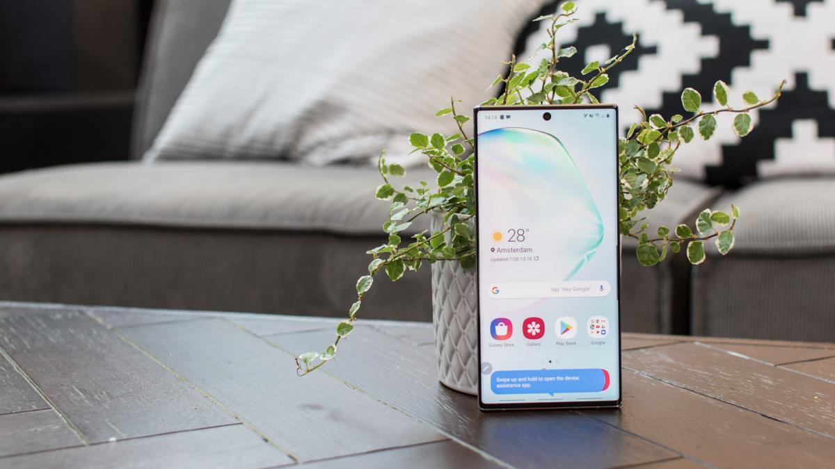 Ponsel Samsung lebih banyak menjual iPhone dari dua ke satu, menurut laporan