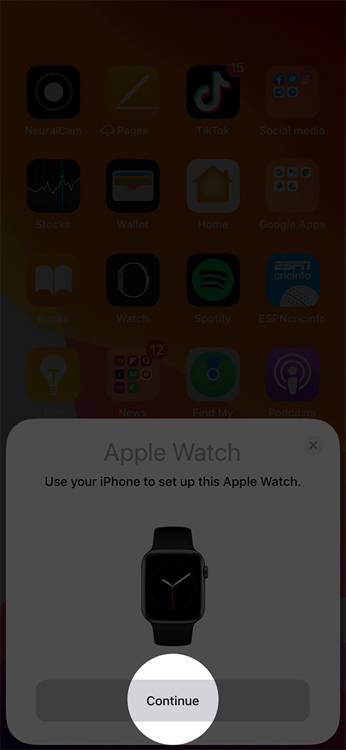 Toque Continuar en iPhone para configurar Apple Watch