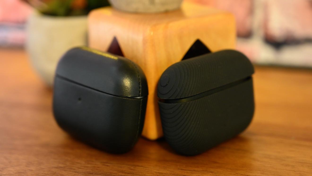 Funda de cuero hecha a mano de Native Union (izquierda) y funda de silicona Curve (derecha) para AirPods Pro