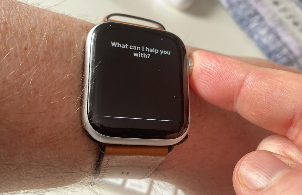 Mantenga presionada la corona digital para llamar a Siri sin usar las palabras mágicas